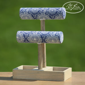 15qeny1109 Chinese Blue and White Flower Bracelet Ring Display Stand pictures & photos