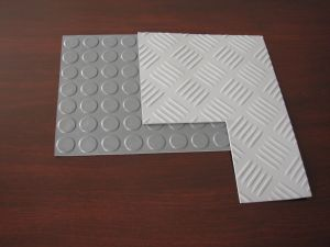 Round Button Rubber Sheet, Stud Rubber Sheet for Flooring Rolls with Red, Black Color pictures & photos