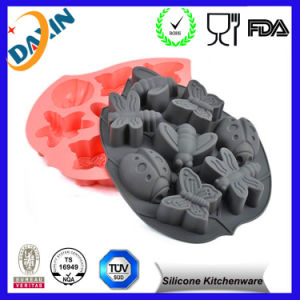 2016 Newest Designer Christmas Silicone Cake Mold pictures & photos