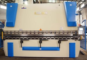CNC Press Brake with Da52s 4+1 Axis pictures & photos
