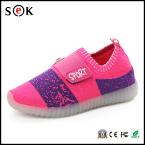 Sek Wholesale Kids Simulation Sneaker Light up LED Shoes with Light for Children pictures & photos