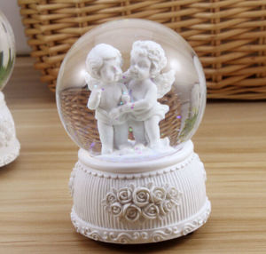 Polyresin Angel Water Globe Snow Globe Home Decor pictures & photos