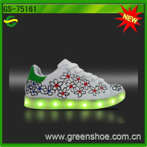 Small MOQ Children LED Light up Shoes Chargeable pictures & photos