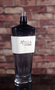 Custom Made 750ml Black Vodka Bottles pictures & photos