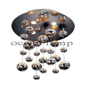 Zhongshan Factory Hot Sale Glass Pendant Lamp Chandelier (OM802) pictures & photos