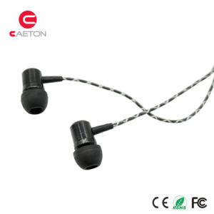 Wholesale Mic Earbuds Wired Earphone with 3.5mm Jack pictures & photos