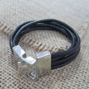 Plain Leather Bracelets (BR121089) pictures & photos