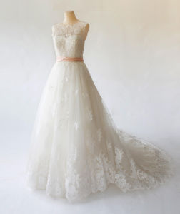 China Manufacture Wholesale Classic Sleeveless Lace Wedding Gown with Color Waistband pictures & photos