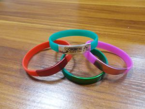 Wholesale Logo Customized Silicone Bracelets with Metal Stainless Steel Clasp pictures & photos