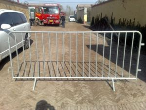 Factory Supply High Quality Farm Gate/Bar Gate/Welded Mesh Gate pictures & photos
