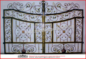 Wrought Iron Gate/ Metal Gate/ Wrought Iron Door (SK-5636) pictures & photos