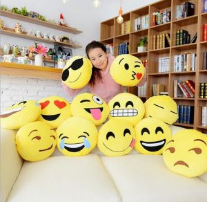2016 Hot Popular Face Pillows pictures & photos