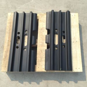 Triple Grouser Shoe Track for Komatsu, Caterpillar, Volvo, Doosan, Hyundai Excavator and Bulldozer pictures & photos