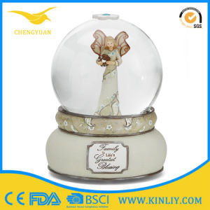 Factory Custom Made Best Home Decoration Gift Polyresin Snow Ball pictures & photos