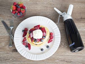 Professional Whipped Cream Dispenser with 3 Decorating Nozzles pictures & photos