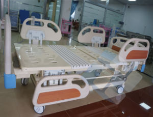 Ce Approval Adjustable Hydraulic Manual Hospital Patient Sleep Bed pictures & photos