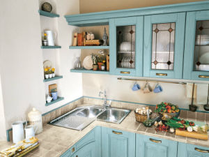 Special Color Natural Solid Wood High Quality Kitchen Cabinet pictures & photos