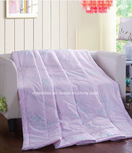 Free Sampke 100% Polyester Printed Comforter pictures & photos