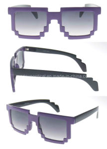 Cheap Wholesale Fashion Design Plastic Sunglasses (SP693014) pictures & photos