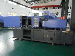 Small High Quality Injection Molding Machine pictures & photos
