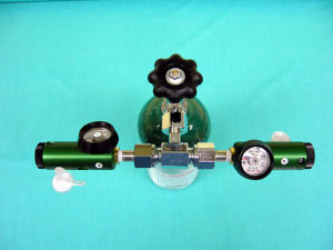 0-25 Lpm Oxygen Regulator for Large Cylinder (CGA540) pictures & photos