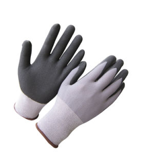 Ultra Thin Micro Foam Nitrile Gloves with Dots on Palm pictures & photos