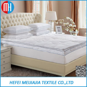 Down Feather Mattress Topper with Goose /Duck Down Feather Filling pictures & photos