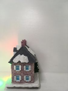 Best Price Resin Material Small Christmas House as Promotional Gift pictures & photos