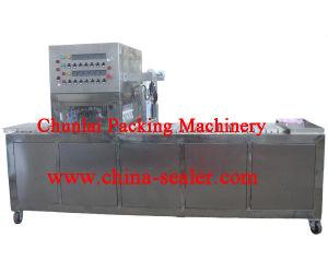 2015 Good Quality Noodle Bowl Sealing Machine pictures & photos