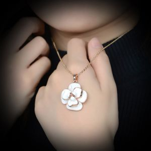 Rose Gold Enamel Flower Pendant Chain Necklace pictures & photos