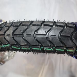 Wear Resisting Natural Rubber Motorcycle Tire pictures & photos