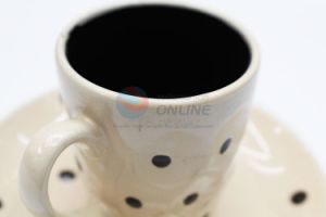 New Design Shapely Small Ceramic Cup pictures & photos