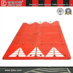 6′ X 7′ Rubber Speed Cushion with White Chevron Striping (CC-B68) pictures & photos