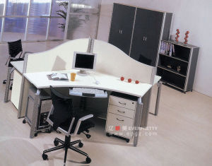 Hot Sale 3 Seater Office Workstation Desk with Partition and 3 Drawer Moving Cabinet Cp-17 pictures & photos