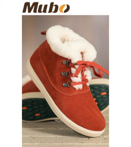 Women′s Shearling-Lined Suede Hi Top Sheepskin Shoes pictures & photos