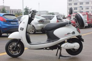 White Guiwang Scooter Fashionable Electric Motorcycle for Girls pictures & photos