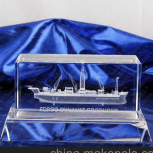 Factory Directly Sell 3D Laser Crystal Cube for Souvenir pictures & photos
