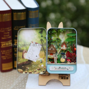 Small Asseble Wooden Toy Doll House with Tin Box pictures & photos