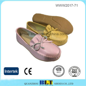 Decorative Border Leather Upper Lovely Style Flat Women Shoe pictures & photos