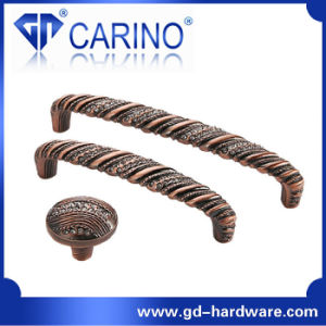 Hot Sale Classical Antique Brass Kitchen Cupboard Handles (GDC0266) pictures & photos