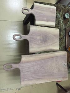 American Walnut Chopping Board with Live Edge pictures & photos