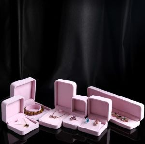 Pink Velvet Box Jewelry Box Pendant Necklace Box Wholesale Jewelry Box pictures & photos