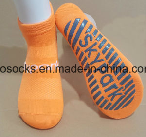 Custom Design Exercise Grip Socks Cotton Trampoline Park Bounce Non Slip Jump Sock pictures & photos