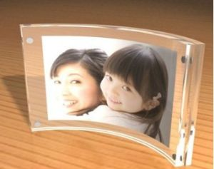 Customize Wholesale New Clear Magnet Acrylic Frame pictures & photos