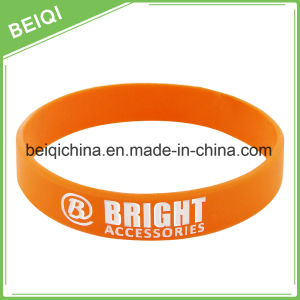 2017 Hot Selling Cheap Custom Silicone Wristband pictures & photos