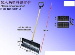 Wooden Handle Plastic Snow Shovel G811A pictures & photos
