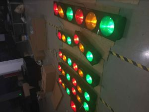 300mm High-Flux Red & Yellow & Green Traffic Light with Sun Visor pictures & photos
