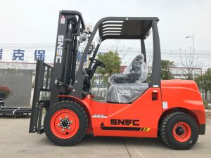 Carretilla Elevadora 3.5 Ton Diesel Forklift with Isuzu Engine pictures & photos