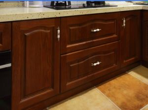 New Design Solid Wood Kitchen Cabinet Classic Kitchen Furniture #240 pictures & photos