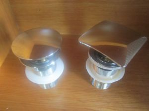 Square Top or Round Cover of Brass Waste for Wash Basin pictures & photos